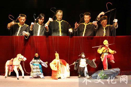 访泉州提线木偶戏代表性传承人泉州市木偶剧团演员陈应鸿