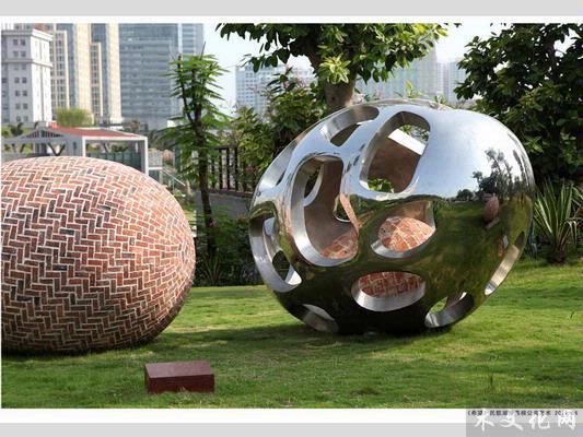 南宁,以及法国,比利时,加拿大等国举办过以木质材料为主的个人雕塑