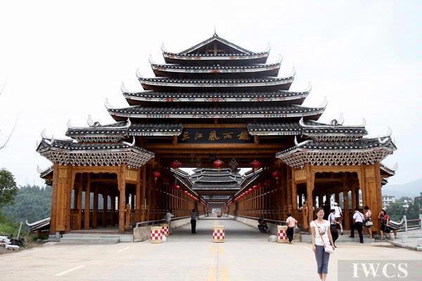 与柳州侗族风雨桥相比,贵州侗族风雨桥更具古朴自然之美,别有一番