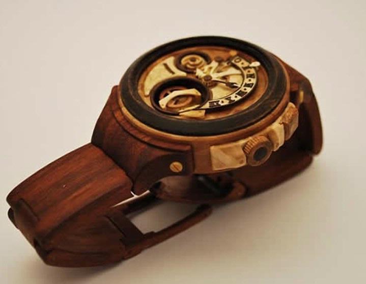 valerii danevych的机械表基本上完全由木头制成,唯一不是木制材料的