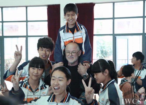 爱在这里传递 ——记国际木文化交流活动-走进温州市特殊教育学校