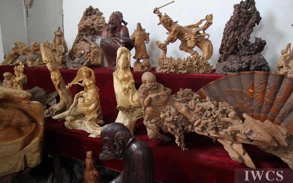 木雕艺术家眼中的动物世界