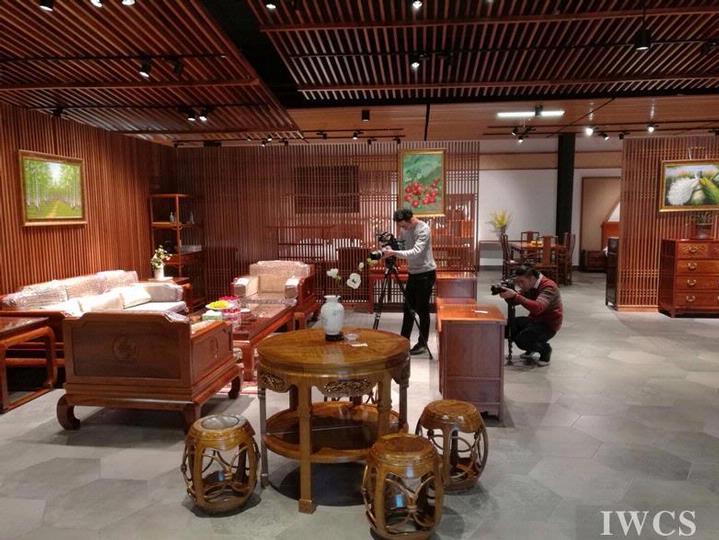 木文化调研团队赴中古红木家具文化产业园区拍摄调研