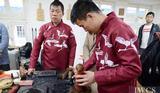 外媒报道:中国和斯洛伐克的木雕艺术家一起庆祝世界木材日